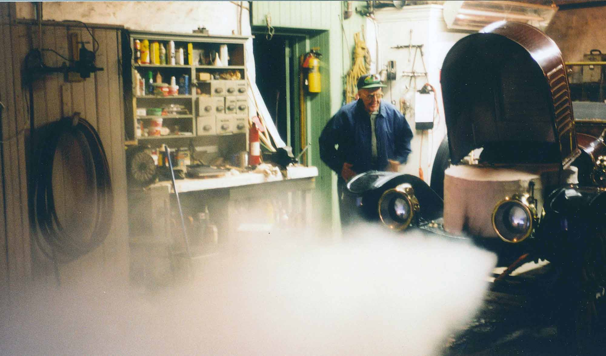 nd_Tom in shop w steam