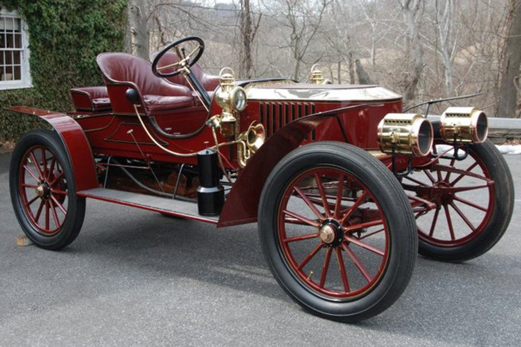 The 1907 Stanley Semi-Racer Model K is an all red car, that has gold embellishments on it. There is no top to the car