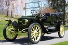 The 1910 Stanley Model 71 has a dark green body with white yellow undercarriage and wheel spokes
