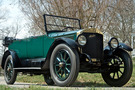The 1918 Stanley Model 735 has a forest green body with black wheel spokes. The top of the car is down